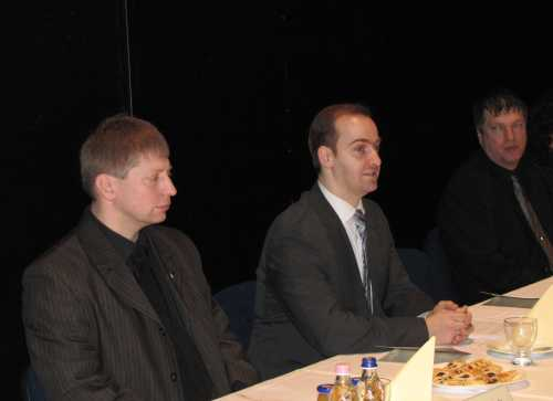 Schmidt Csaba polgármester köszönti a megjelenteket