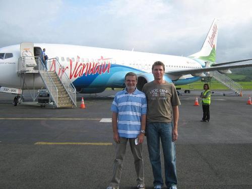 A repülőtéren: HA5AO Pista és HA5UK Gyuri